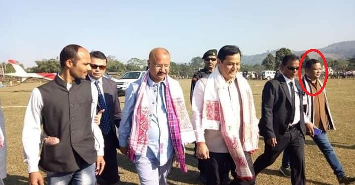 Alleged coal mafia Sunil Gurung (extreme right) with chief minister Sarbananda Sonowal.  (File image)