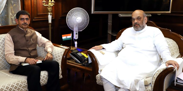 Nagaland governor RN Ravi with Union home minister Amit Shah in New Delhi on Friday.