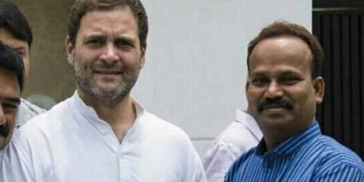 Congress candidate Ratan Das with party leader Rahul Gandhi.