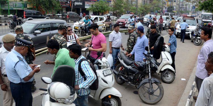 Police personnel taking fine for violating traffic rules on GS Road in Guwahati. File image credit - Pratidin Time