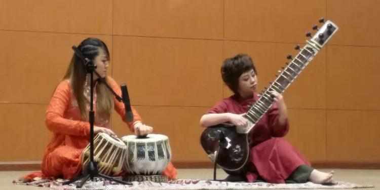 BFSU students Christina and Juangjing