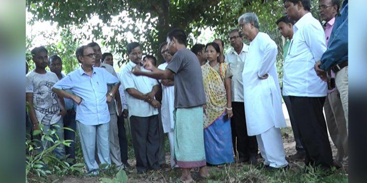 Former Tripura CM Manik Sarkar at the victim's residence. Image: Northeast Now