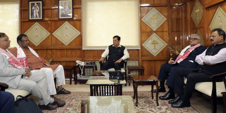 Assam CM Sarbananda Sonowal in a meeting with a Bangladeshi delegation led by commerce minister Tipu Munshi