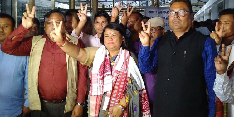 BJP candidate Nabanita Handique with MP Topon Kumar Gogoi and party supporters in Sonari on Thursday.