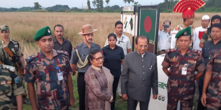 Assam Guv and First Lady with the BGB officers and BSF jawans. Image: Northeast Now