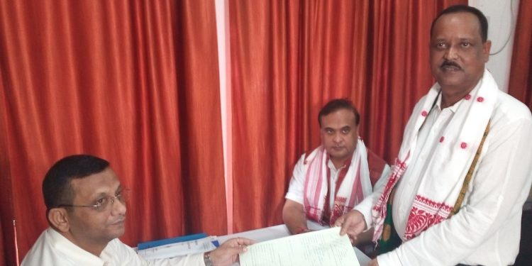 BJP candidate Rajen Barthakur filing nomination for by-poll to 74 Rangapara LAC in Sonitpur district on September 30, 2019. Image: Northeast Now