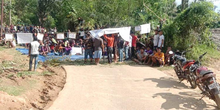 Reang refugees block road in Tripura 2