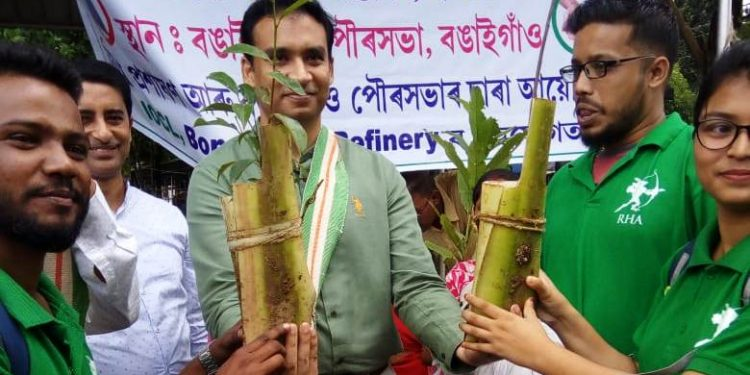 Anyone bringing one kilogram of plastic was given a free sapling and a cloth bag in return.