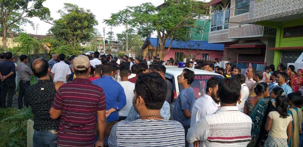 Assam: Dibrugarh traders observe bandh in protest against killing 1