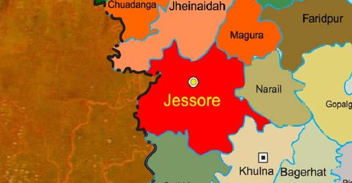 The Bangladeshis have been pushed back through the Daulatpur border in Jessore on Saturday night.