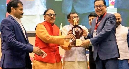 Union skill development and entrepreneurship minister Mahendra Nath Pandey presented the award to Chowna Mein