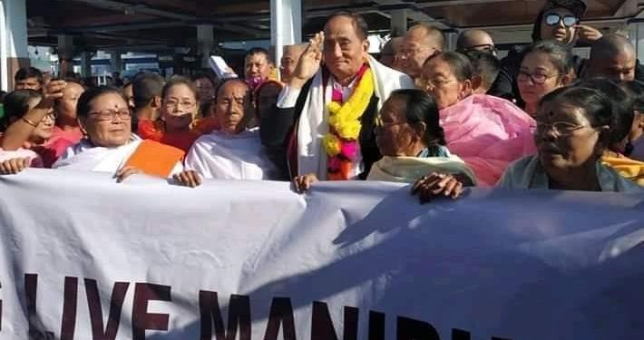 UNLF chief Meghen RK received a warm welcome by members of different meira paibi organisations at Imphal airport.