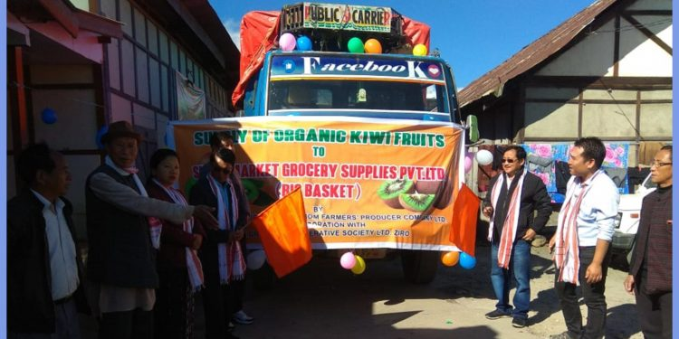 The vehicle carrying kiwis being flagged off by Lower Subansiri DC. Image: Northeast Now