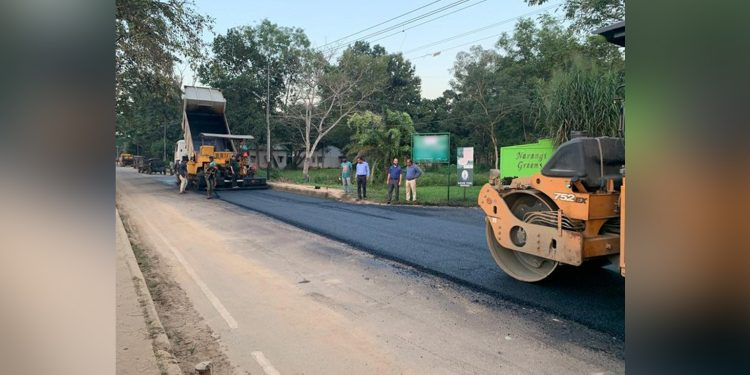 Road constructed with plastic waste. Image credit: @prodefgau