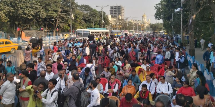 Thousands of anti-NRC campaigners who started their protest march from Kurseong converged on a huge rally in Kolkata on Monday.