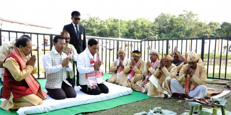Assam CM Sarbananda Sonowal offering tributes to Swargadeo Siu-Ka-Pha in Jorhat