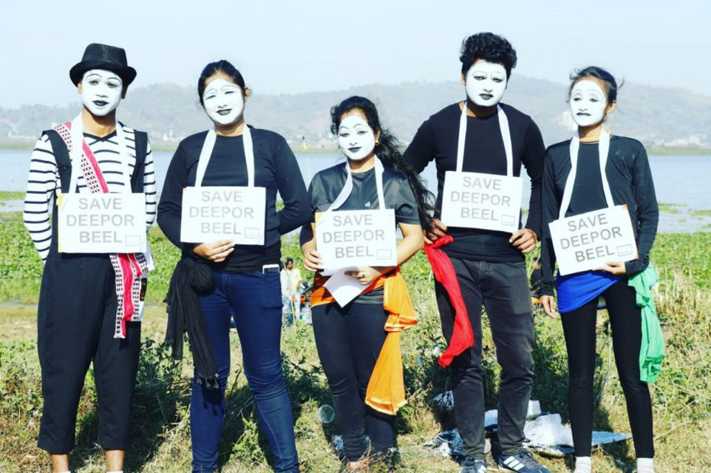 Assam: Mime artist campaigns for litter-free picnic 2