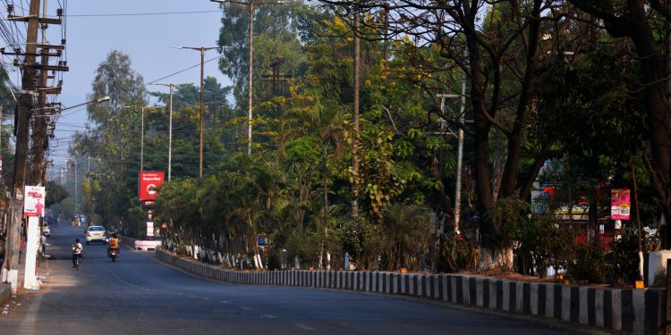 A deserted RG Baruah road in Guwahati on Thursday morning. Image: Northeast Now