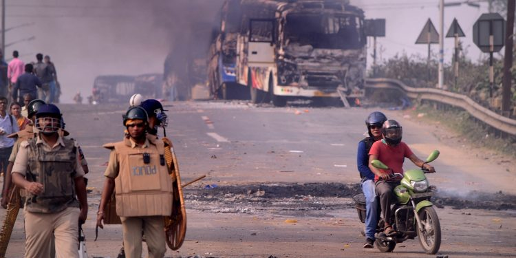 Anti-CAA protests in Bengal turned violent on Saturday. Image credit: Bhaskar Live