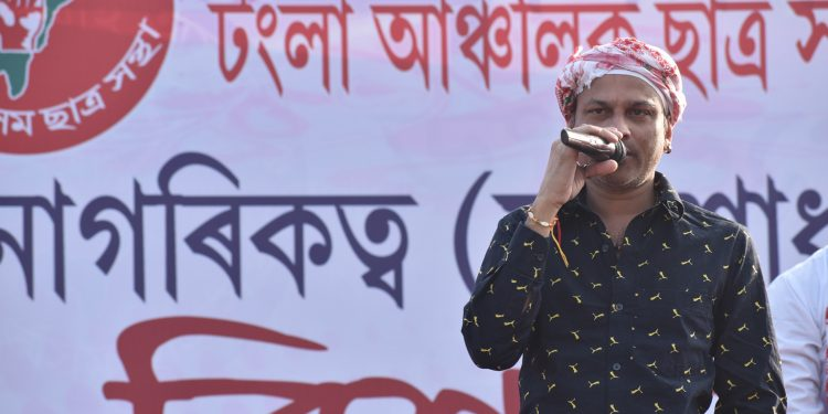 Zubeen Garg addressing a gathering at an anti-CAA rally in Tangla. Image: Northeast Now