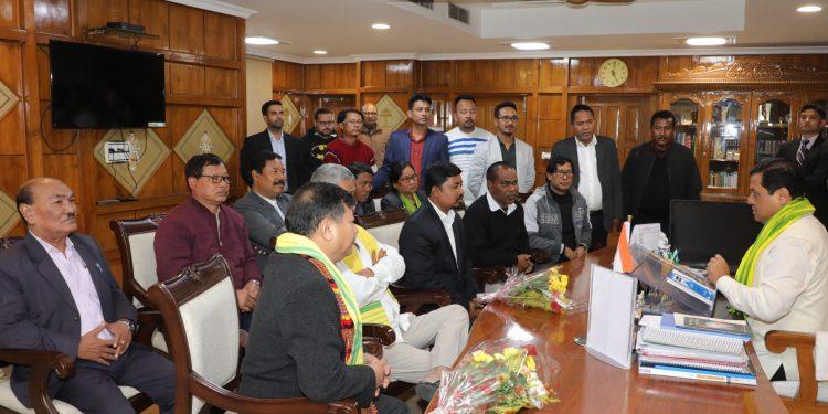 Assam CM Sarbananda Sonowal with AKRSU delegation on Monday.