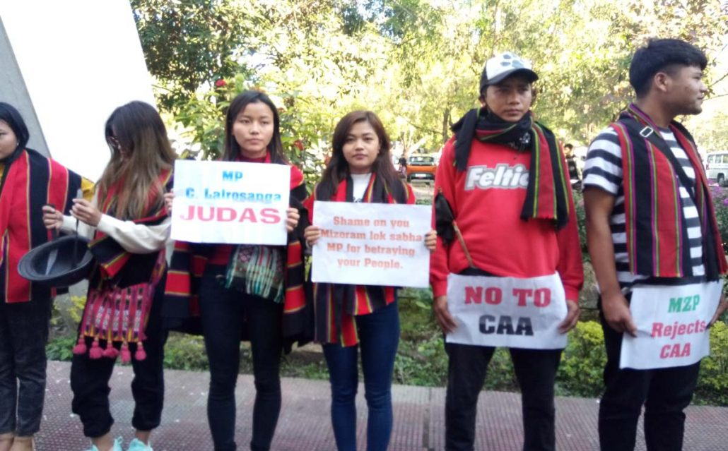 Anti-CAA protestors wave black flags at Mizoram MP Lalrosanga 1