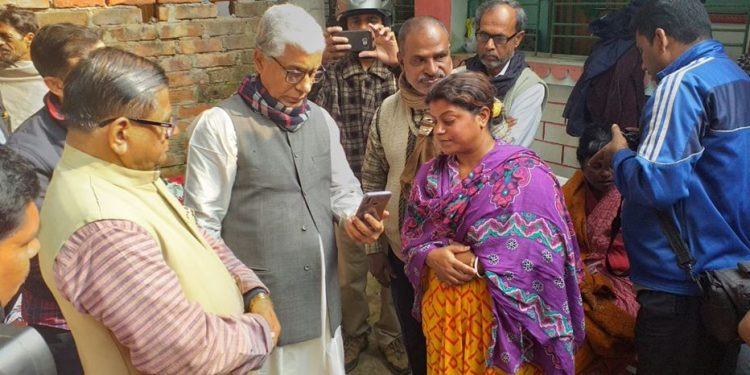 A team of CPI-M leaders on Tuesday morning met the family members of Shushanta Ghosh.
