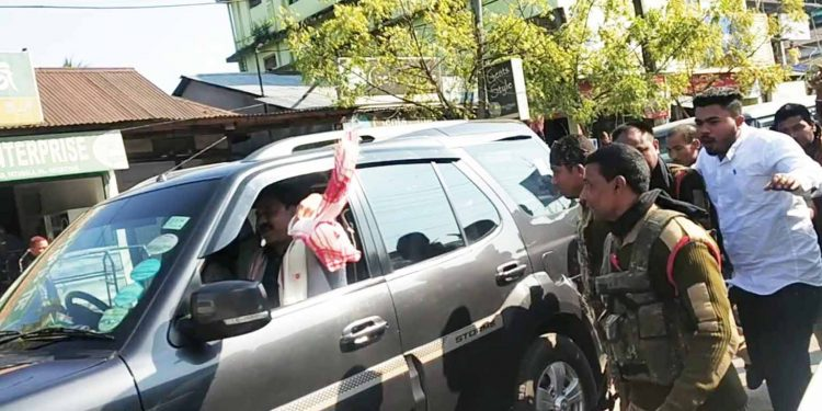 BJP president Ranjit Dass showing gamosa to anti-CAA protesters. Image: Northeast Now