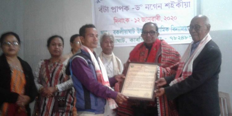 Dr Nagen Saikia (centre) receiving the 4th Rongbong Terang Integration Award. Image: Northeast Now