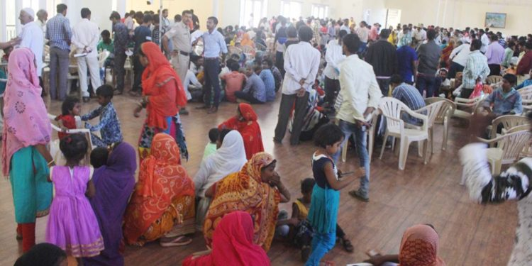 Police checked identity of 5000 migrant workers in Karnataka. Image credit: The New Indian Express