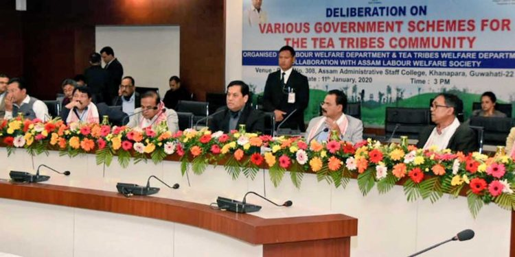 Assam CM Sarbananda Sonowal along with his cabinet colleagues in meeting with ACMS representatives. Image: CMO