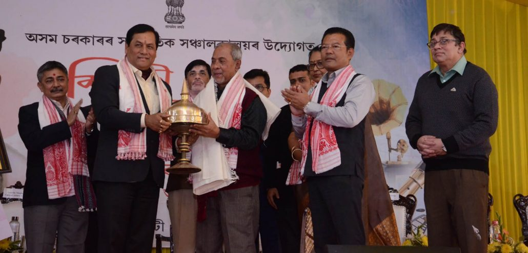 Assam CM Sonowal presenting the Silpi Award to Apurba Bezbaruah. Image credit: Twitter