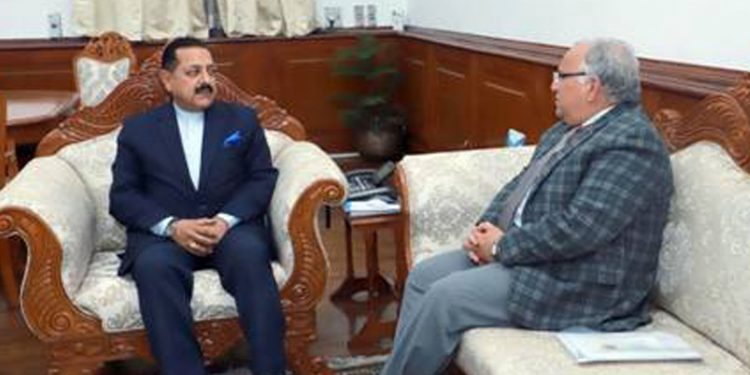 DoNER minister Jitendra Singh (right) with SSC chairman Braj Raj Sharma (left). Image credit: PIB