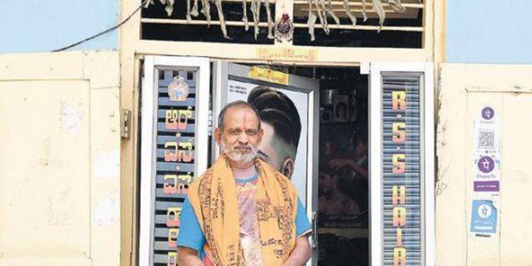 65-year-old barber Adhinarayana. Image credit: The New Indian Express