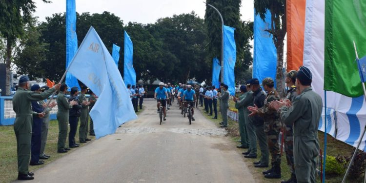 Air Marshal RD Mathur flagging in cycle expedition in Guwahati