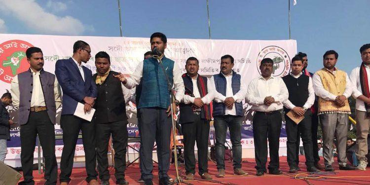 AASU general secretary Lurin Jyoti Gogoi addressing the gathering at anti-CAA rally in Lakhimpur. Image: Northeast Now