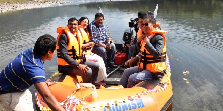 A motorboat on was handed over to the Paya Village Eco-Tourism Development Committee (PEDS) in West Siang. Image: Northeast Now