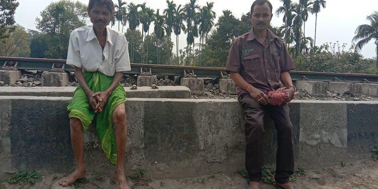 Ganesh Das and Shivsankar Das sitting besides a railway track at Udalguri on March 28, 2020. Image: Northeast Now