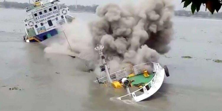 All 13 crew members of the Bangladeshi ship Mamatamoyee Maa were rescued.