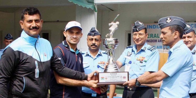 Air Marshal VPS Rana presenting the winner's trophy to IAF team
