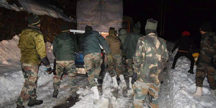 Indian Army rescuing stranded civilians at Sela Pass in Arunachal Pradesh