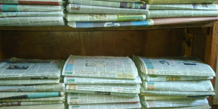 Manipur newspaper hawkers resume delivery amid COVID-19 lockdown 1