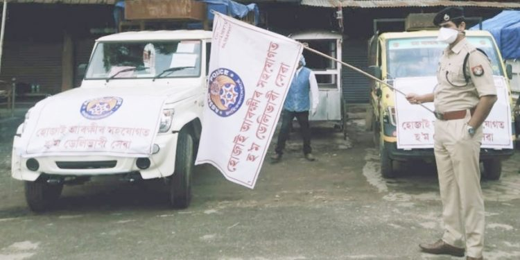SP Ankur Jain flags off fruits home delivery van's in Hojai on April 22, 2020. Image: Northeast Now
