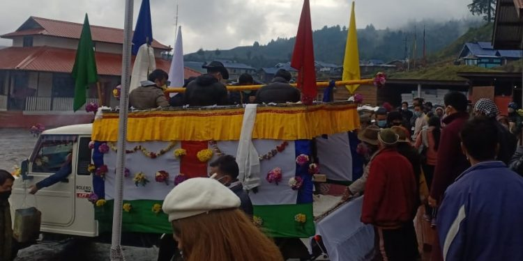 People from all walks of life on Thursday bid a tearful farewell to Late Pasang Wangchuk Sona.