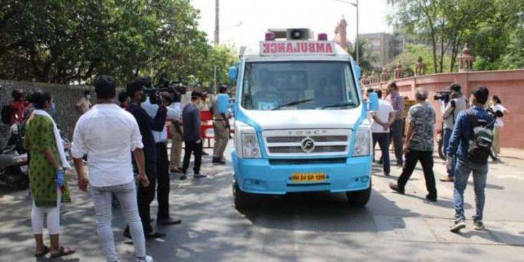 Irrfan Khan's mortal remains taken to Versova burial ground