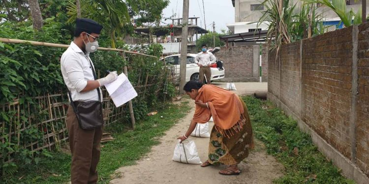 RSS workers distributing food items in Dibrugarh. Image: Northeast Now