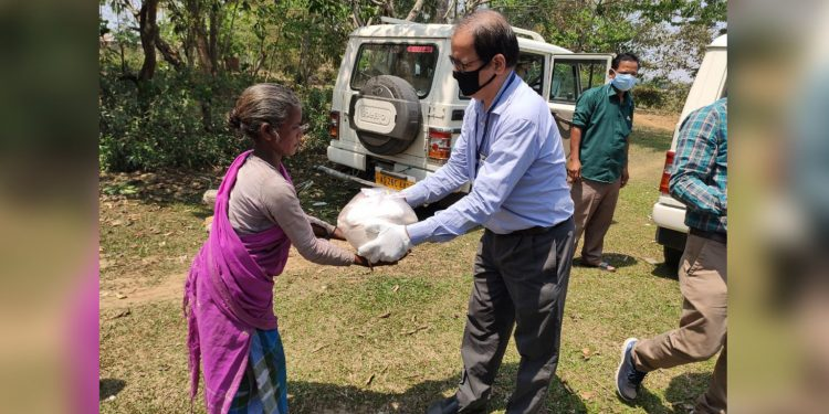 NTPC official distributing food packets. I,mage: Northeast Now