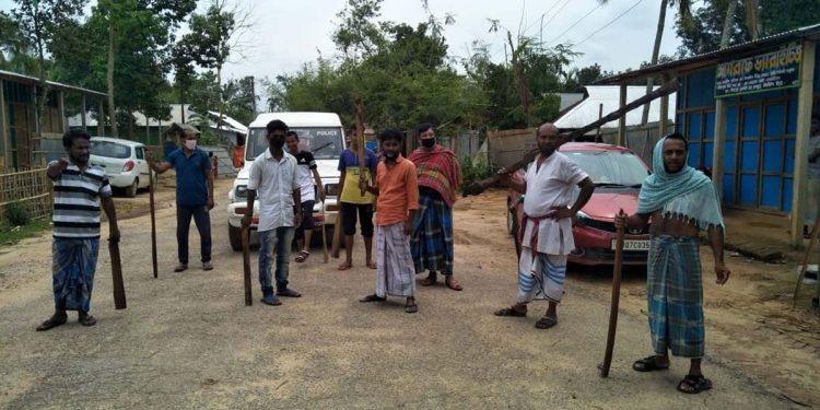 Villagers along Indo-Bangla border keeping strict vigil, block goods-laden trucks at Srimantapur.