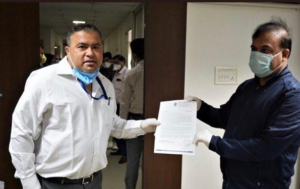 Ishantor Sobhapandit, regional director, North East Region, handing over a sum of Rs 5,00,000 to Assam health minister Himanta Biswa Sharma, on behalf of Mahesh Saharia, chairman, ICC North East Initiative. Handout image