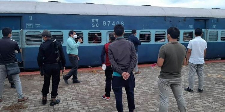 Two special trains with 1,301 passengers from Gujarat, Kerala arrive in Manipur 1